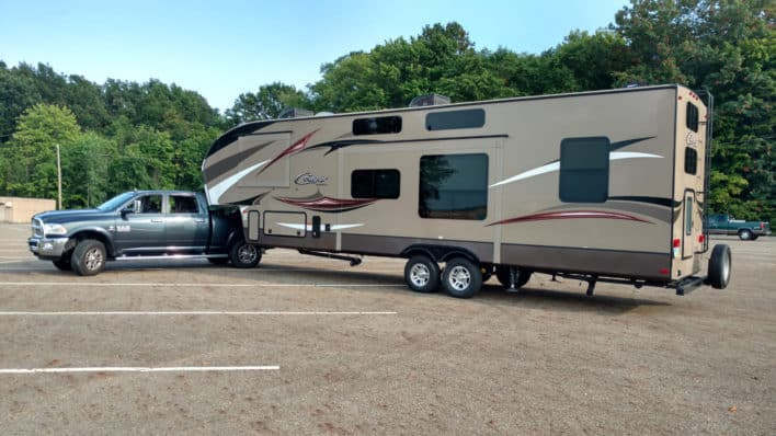 Towing 5th Wheel