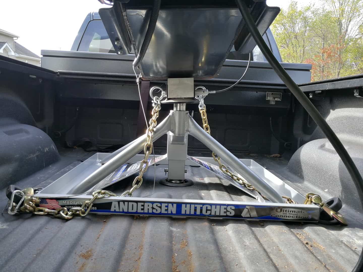 Andersen hitch and truck connected on uneven ground